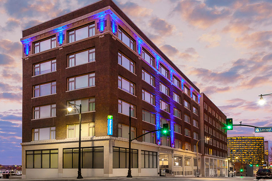 exterior of Holiday Inn Express Kansas City Downtown