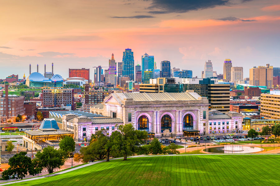 downtown Kansas City skyline with Union Station at dusk